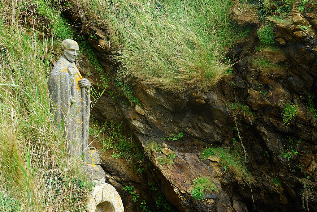 """Saint-Gildas-de-Rhuys: Statue of Saint-Gildas. It on the shore line in a small bay near the """"Grand-Mont"""" (Morbihan, France) by Romary. (Wikipedia)."""