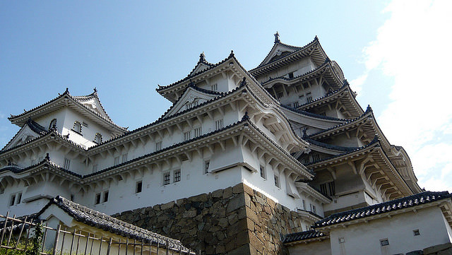 Himeji-jo - photo by Amadeus Hellequin / Flickr