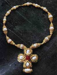 Byzantine Jewellery? Amethyst Beads in East and West during the Early Byzantine Period
