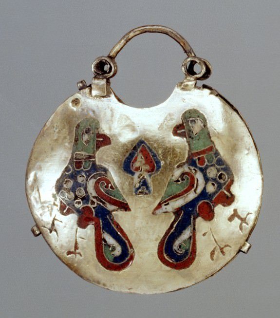 Temple Pendant (Kolt) with Two Birds - Image courtesy The Walters Art Museum