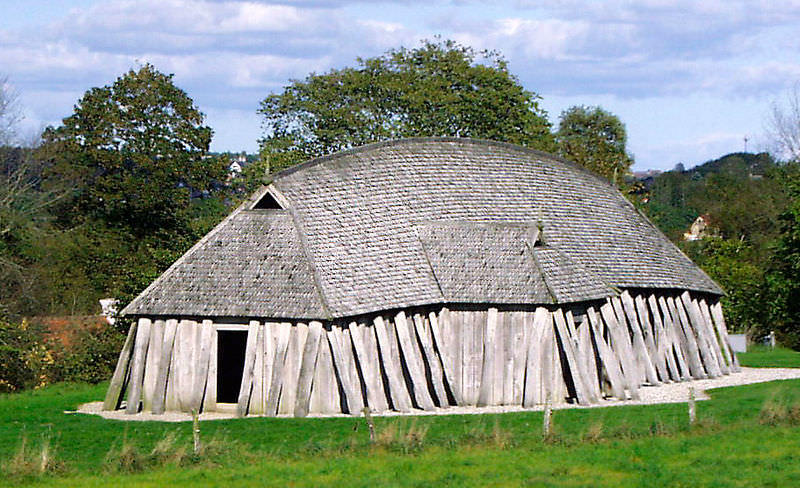 A reconstructed Viking Age longhouse - photo by Malene Thyssen, http://commons.wikimedia.org/wiki/User:Malene