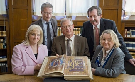 From left to right: Hessian Minister of Science Eva Kühne-Hörmann, Prof. Dr. Thomas Rausch, Vice Rector for Research and Structure of Ruperto Carola, Dr. Veit Probst, Director of Heidelberg University Library, Karl Weber, Director of the Administration of State Houses and Gardens in Hesse, and Theresia Bauer, Minister of Science of Baden-Württemberg - photo courtesy Heidelberg University