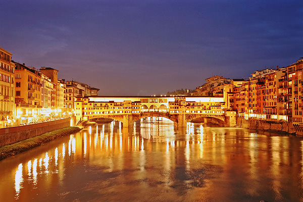 Ponte Vecchio by night in Florence, Italy. (Marius Fiskum/ www.fototopia.no)