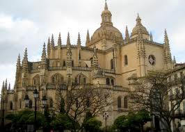 Some Notes on Gothic Building Processes: the Expertises of Segovia Cathedral