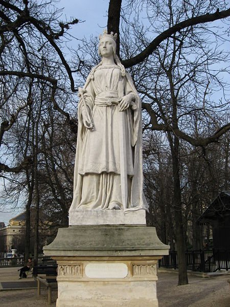 Matilda of Flanders, queen consort of England and wife of William the Conqueror, by Carle Elshoecht (1850). Luxembourg Garden, Paris. Photo by Tosca