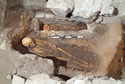 Magic for the dead? The archaeology of magic in later medieval burials