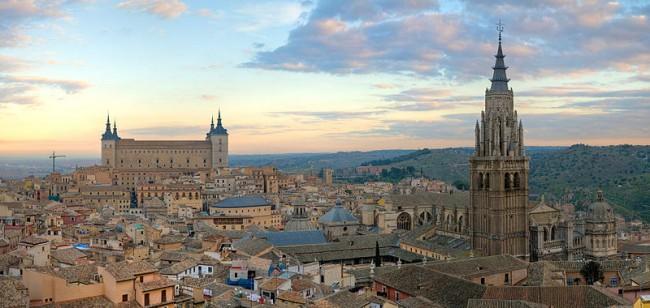 """Toledo - Photo by DAVID ILIFF. License: CC-BY-SA 3.0"""""""
