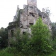Although now in ruins, this 15th century tower house located in the Scottish borderlands was once an impressive home.