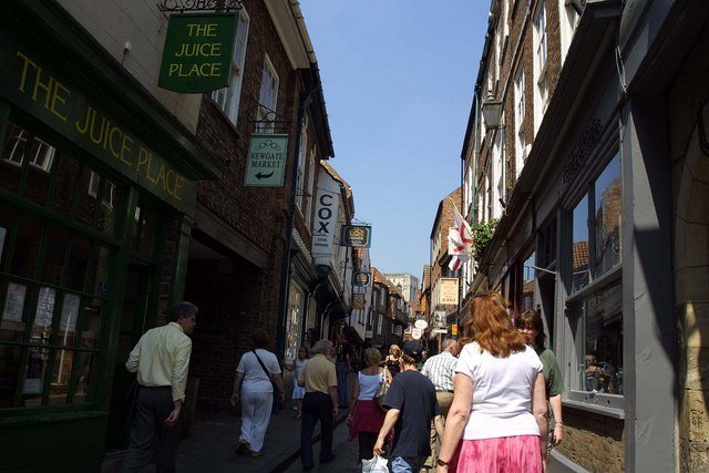 Shops and Shopping in Britain: from market stalls to chain stores