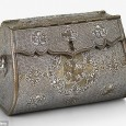This handbag (or shoulder bag) was made in the Iraqi city of Mosul between 1300 and 1330.