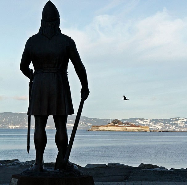 Viking overlooking the Strindfjord and Munkholmen / Wikicommons