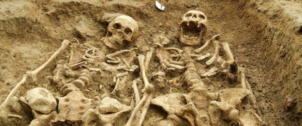 In the 14th century a medieval couple were laid to rest holding hands. After 700 years, archaeologists have discovered the pair during a dig to uncover a long lost chapel in Leicestershire, England.