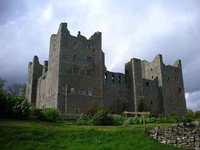 Castle Planning in the Fourteenth Century