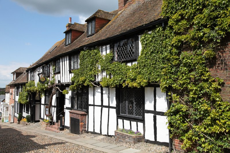 The Mermaid Inn, Rye . Built 1420) - photo by  Richard Rogerson / Wikicommons