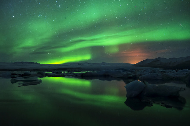 northern lights iceland - photo by Alison Tomlin / Flickr