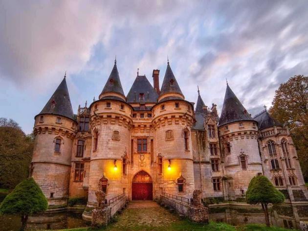 castle for sale: chateau de vigny
