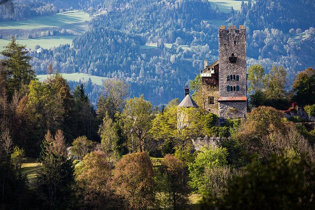 Burg Geiersberg - photo by Lenz Moser / Flickr