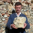 A beautifully-carved stone head, thought to date back 1,000 years, has been discovered during an inspirational project to conserve a medieval ruined church in the eastern English town of Hopton-on-Sea.