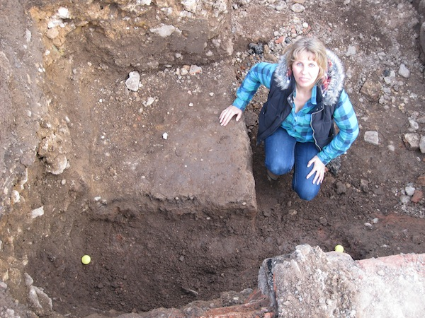Philippa at the site where Richard's body was discovered. Richard III Society.