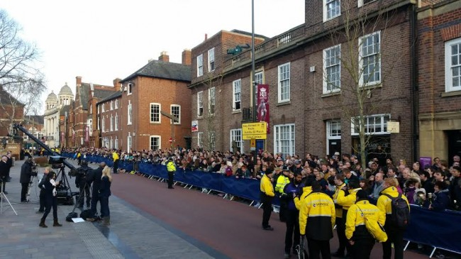The crowd outside Leicester Cathedral waiting for Richard III to emerge on his horse drawn carriage. Medievalists.net.