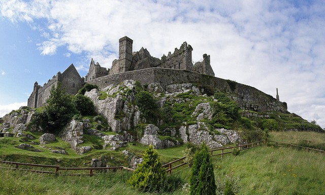Rock of Cashel - photo by Giorgio Galeotti / Flickr