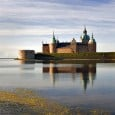 Throughout Sweden the King began to build castles on the basis of foreign models in the middle of the 13th century. It is about the new art of castle building under Anglo-Norman and German influence.