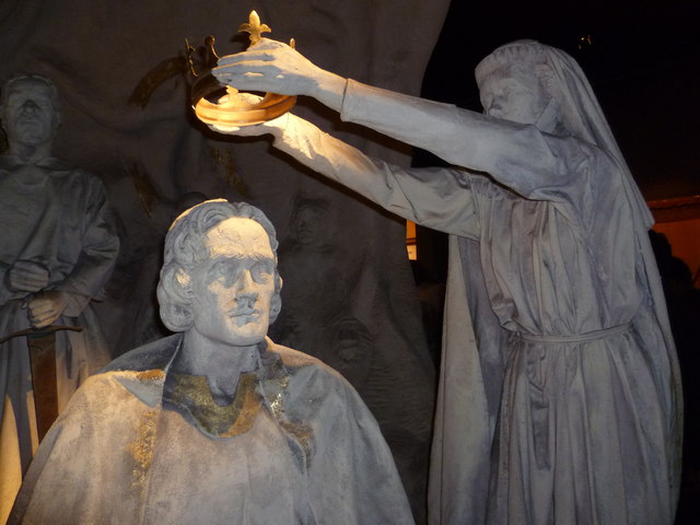Isabella MacDuff, Countess of Buchan, crowns Robert the Bruce at Scone in 1306; from a modern tableau at Edinburgh Castle. Photo by Kim Traynor / Wikimedia Commons