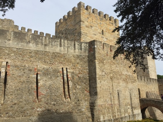 An outside view of the castle. Photo by Medievalists.net.
