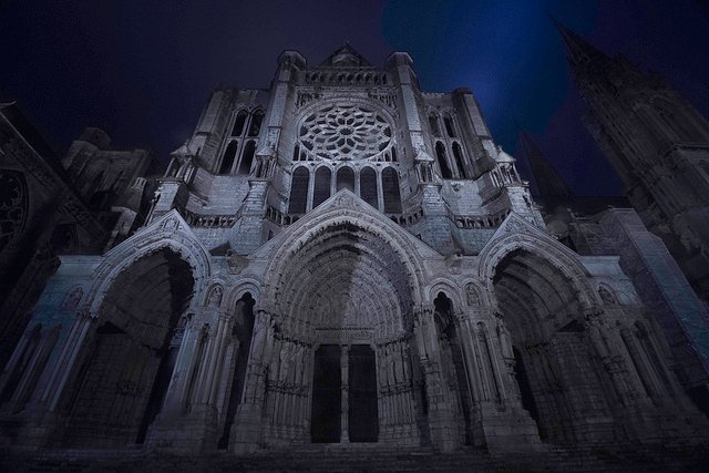 a structural description of chartres cathedral in france Follow this suggested itinerary for your own tour of france's best cathedrals, which click through each page for a description of ••• chartres cathedral.