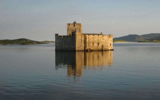 5 stunning Scottish castles you can only reach by boat