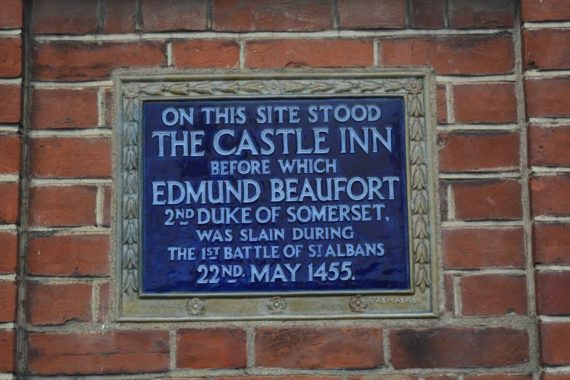 Blue plaque marking the spot of Edmund's death in St. Albans.