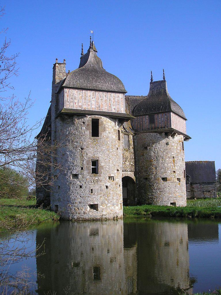 French castle for sale: Manoir de la Sausserie