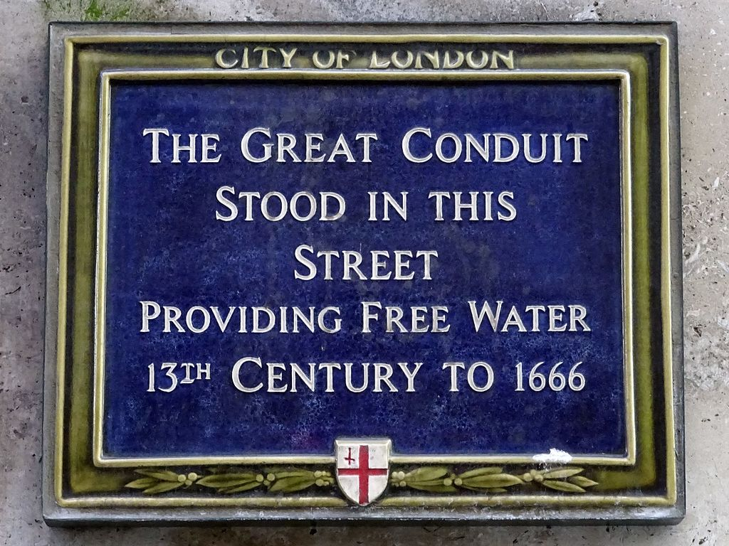Piped water supplies managed by civic bodies in medieval English towns